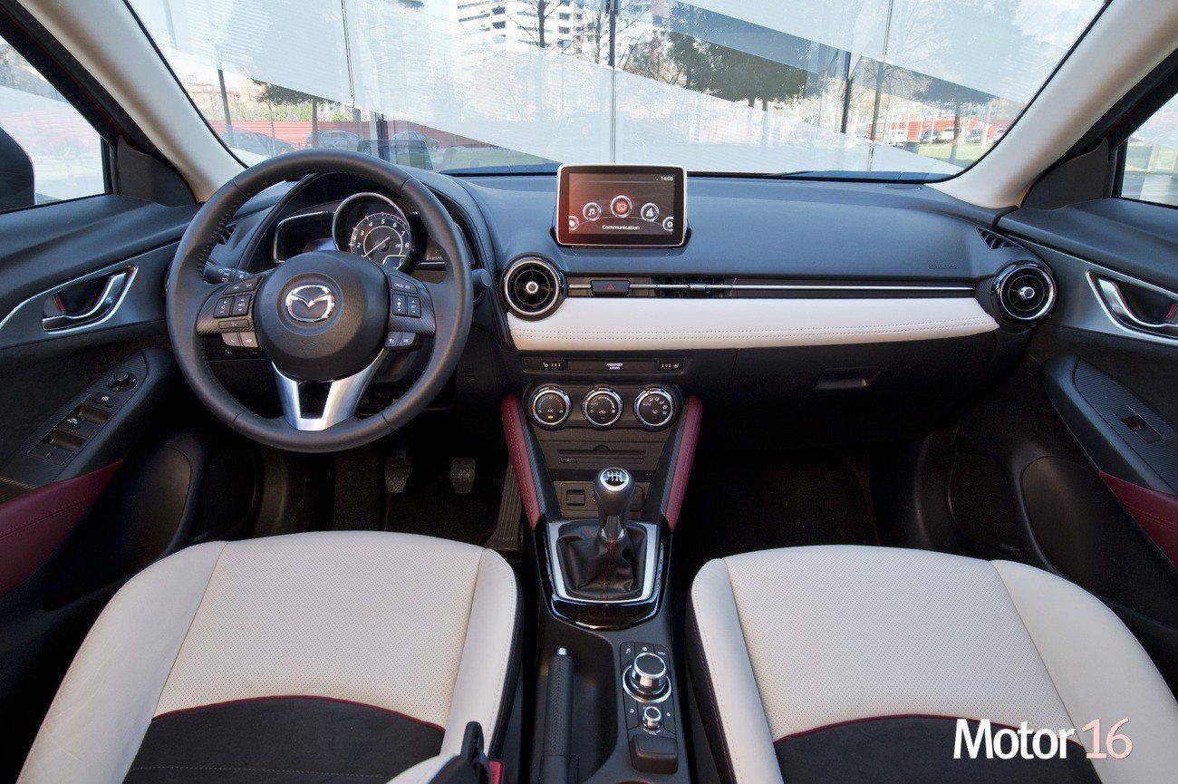Mazda cx 3 interior y maletero motor 16 for Mazda cx 3 interieur
