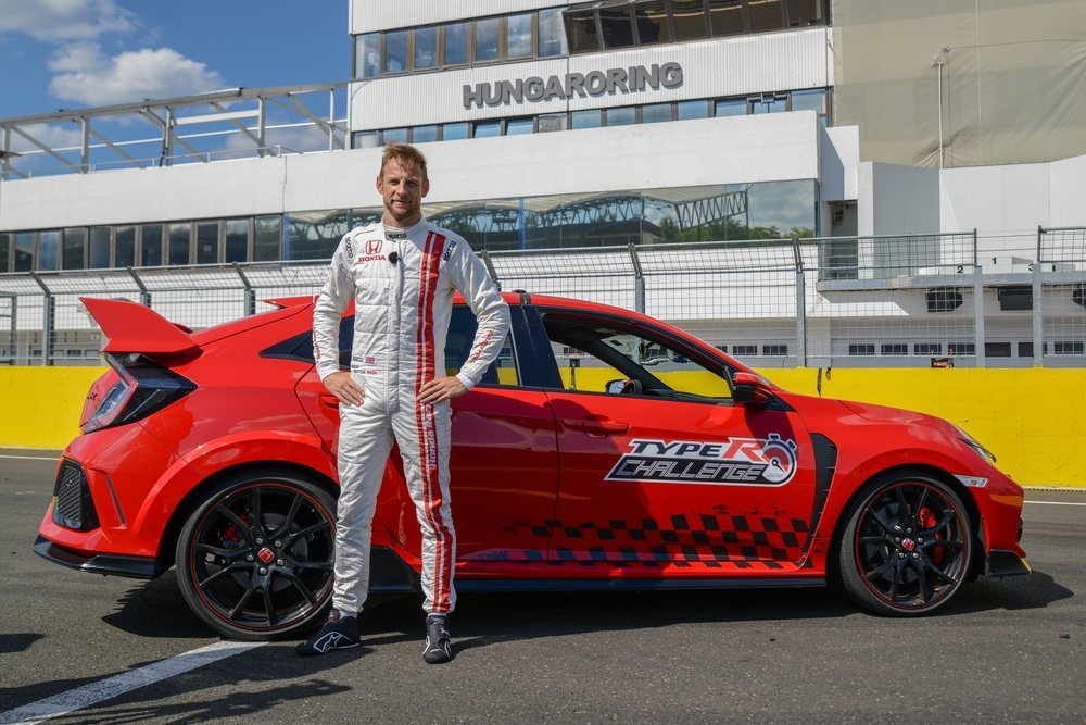 Pilotado en esta ocasión por el campeón de Fórmula 1, Jenson Button ha conseguido recorrer el trazado en 2 minutos y 10,19 segundos