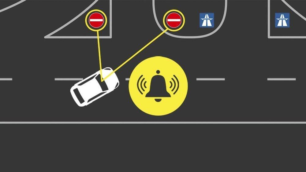 E<strong>stá basada en la tecnología de Reconocimiento de Señales de Tráfico de Ford, que hace uso de información GPS del sistema de navegación de a bordo para identificar la ubicación del vehículo</strong>