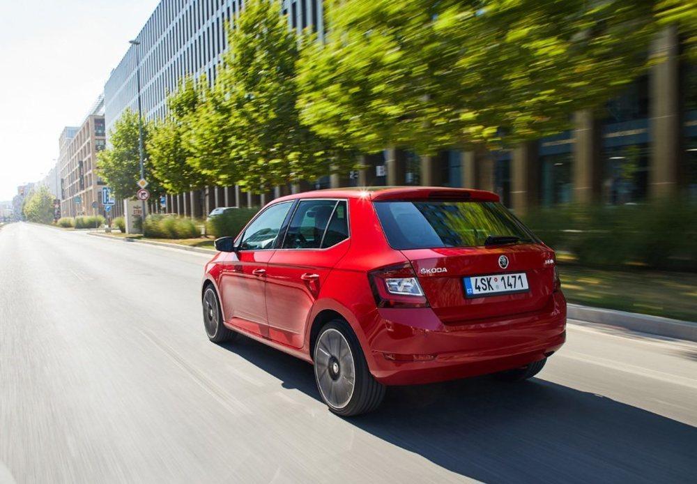 Skoda ha decidido prescindir de sus eficientes y ahorradores motores TDI en esta actualización del Fabia, que llega con cuatro mecánicas (dos MPI y dos TSI) cuyas potencias oscilan entre los 60 y los 110 CV. Sólo el más potente tiene opción a un cambio DSG de 7 marchas.