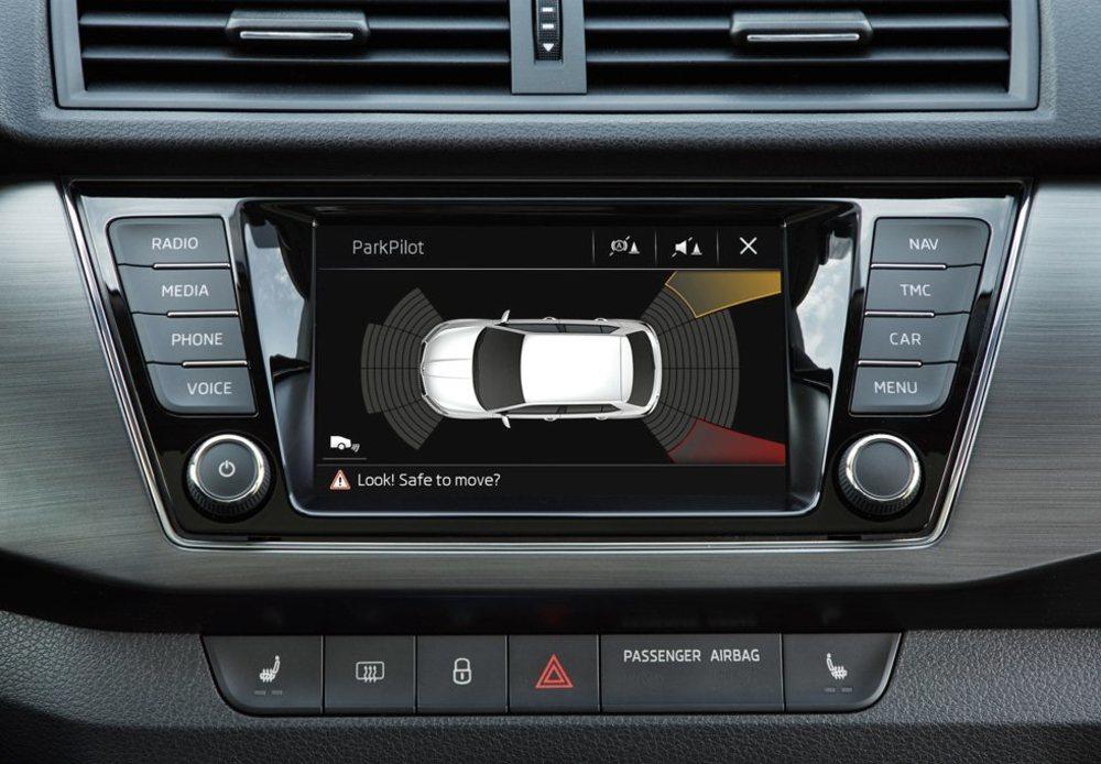 Todos tienen ahora pantalla táctil de 6,5 pulgadas. Nuevo es el equipo Swing Plus y en el se pueden visualizar diferentes funciones, algunas de ellas hacen alusión a sus nuevos sistemas de ayuda a la conducción.
