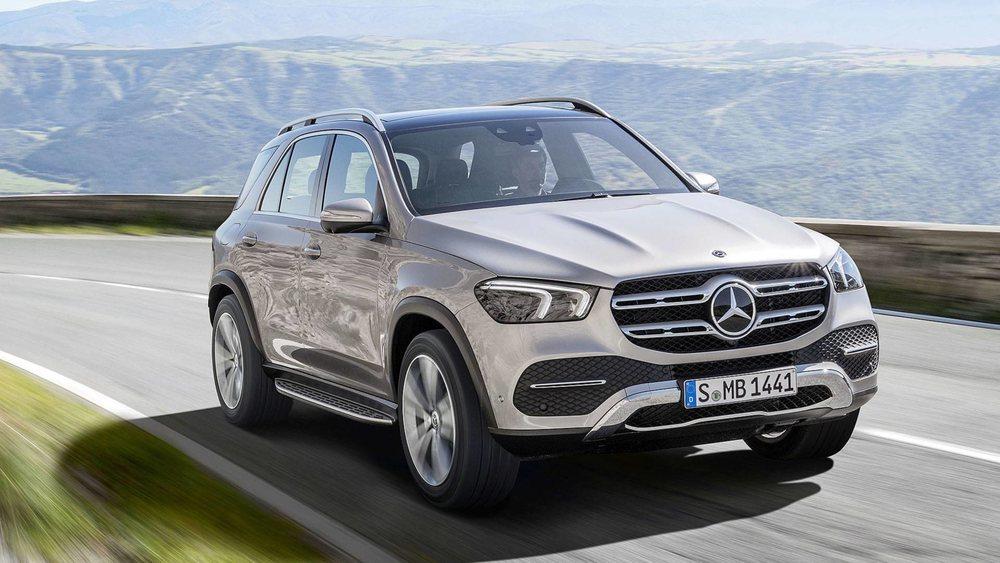 El diseño exterior está influenciado por las líneas de los nuevos productos de Mercedes-Benz. Podrá tener faros delanteros Multibeam LED que iluminan hasta 650 metros por delante. Su Cx es de sólo 0,29.
