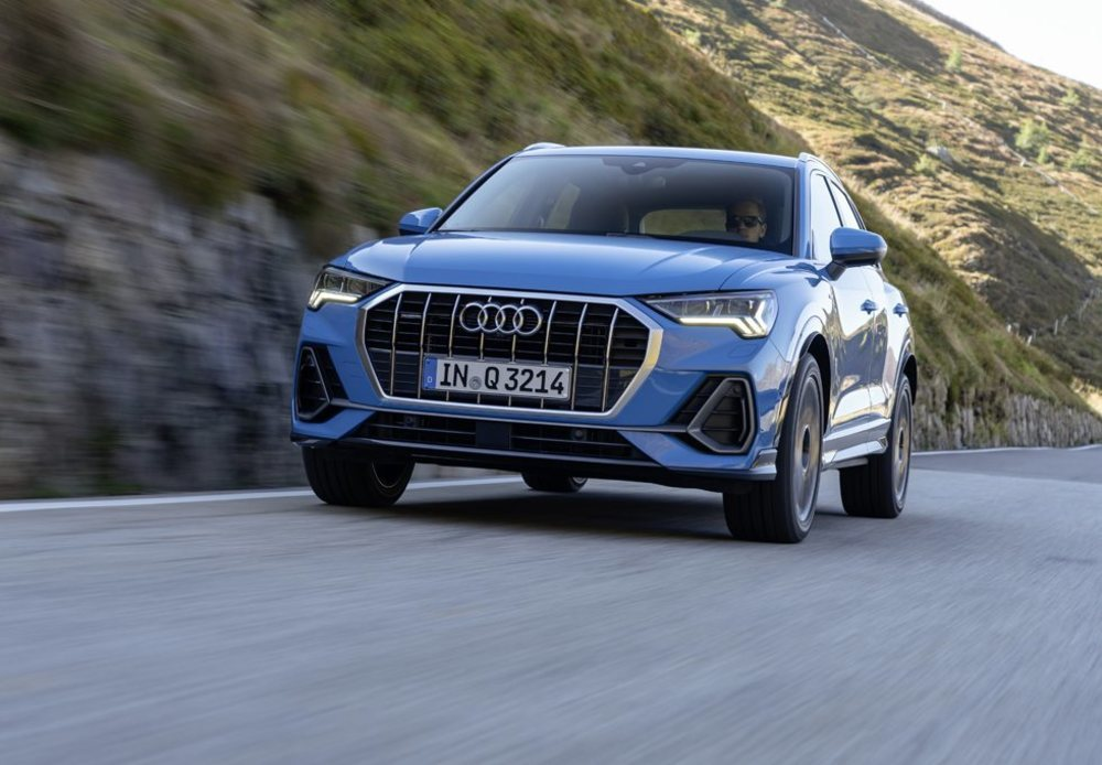 Inicialmente este Audi Q3 estará disponible con motores TFSI de 150, 190 y 230 CV de potencia, mientras que en diésel sólo se ofrecerá la versión de 150 CV. Más adelante llegarán nuevas opciones mecánicas y combinaciones de propulsor-transmisión-tracción. Incluso habrá un RS Q3.