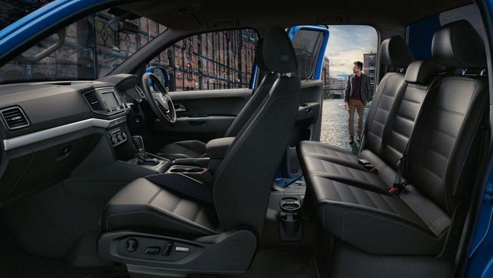 Esta edición especial Aventura presume de tener asientos Confort tapizados en cuero nappa y con regulación eléctrica o calefacción en los delanteros. Tampoco falta sistema de navegación, climatizador de dos zonas...