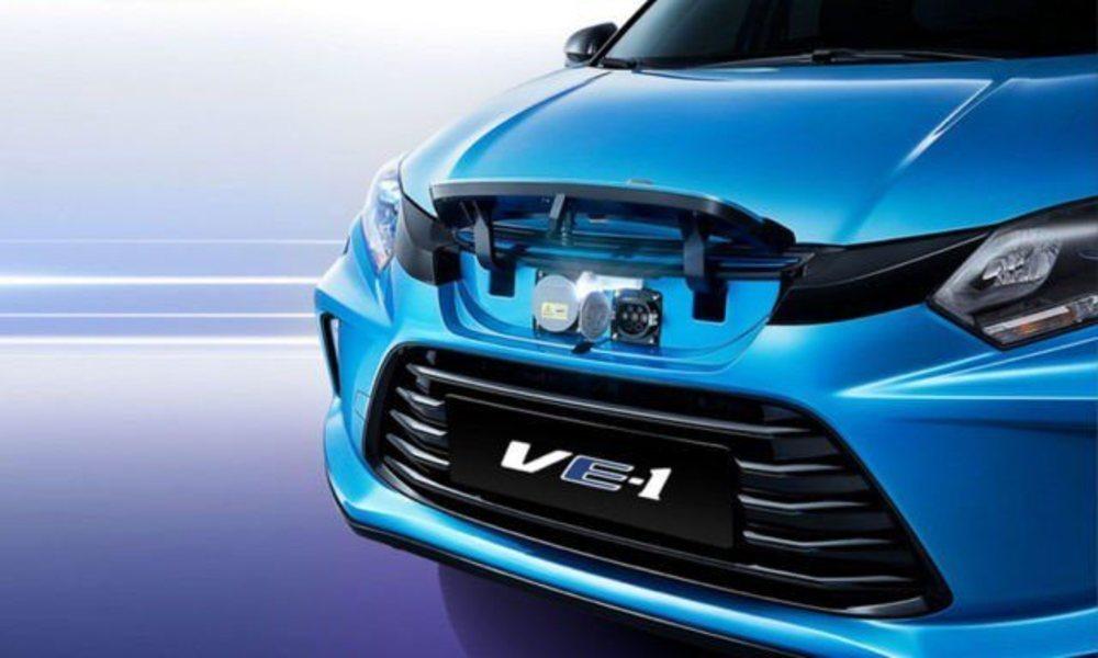Su frontal ha sido revisado en comparación con un HR-V. Tras la nueva parrilla delantera se encuentra el punto para cargar sus baterías con 53,6 kWh de capacidad, que se traducen en autonomías de 340 kilómetros.