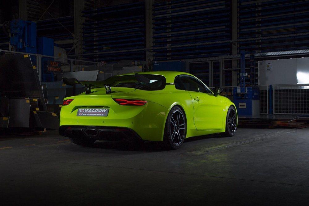 Waldow Performance ha sido el primer preparador en trabajar sobre la base del deportivo Alpine A110. Su motor TCe lo consiguen llevar a los 300 CV de potencia, pero también hay suspensiones KW, nuevos componentes de fibra de carbono...