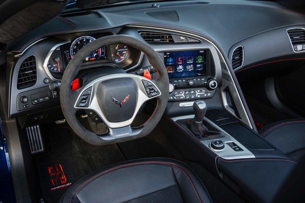 10 son las versiones disponibles del Corvette en Estados Unidos y con potencias comprendidas entre 455 y 755 CV. Chevrolet lo encarece ligeramente, pero aún así, sus precios son realmente tentadores.