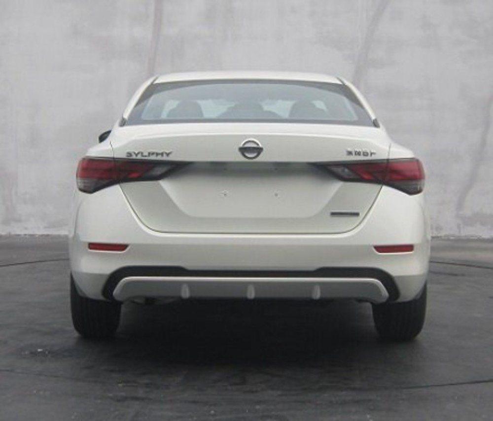 Estas imágenes se adelantan a la presentación oficial del nuevo Nissan Sylphy, una berlina que se ofrece en China y en Estados Unidos, pero en este último con el nombre de Sentra. Ahora estrena imagen, inspirada en los nuevos Maxima y Altima.
