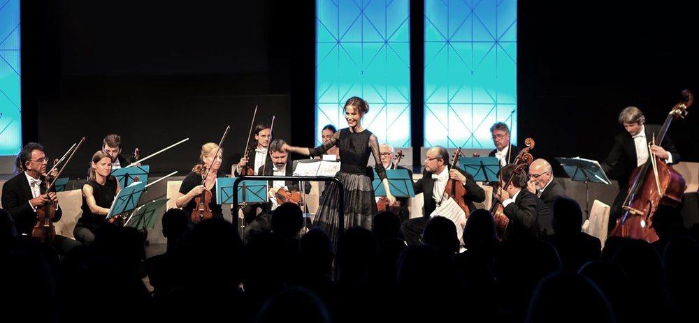 La directora de orquesta Inma Shara es embajadora de la marca Lexus