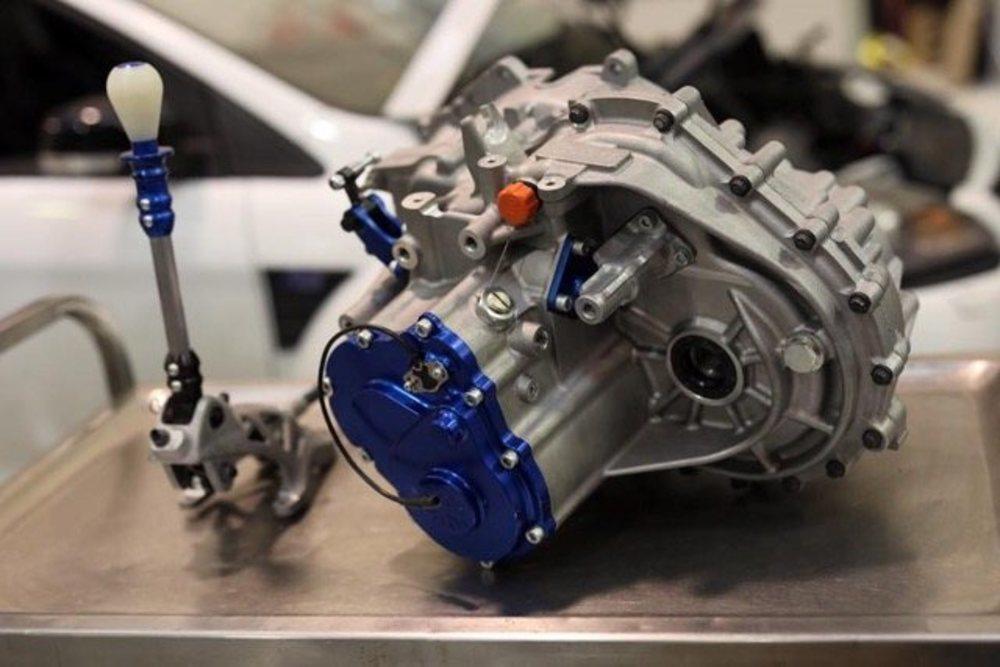 Así es la transmisión secuencial que Mountune ha creado para los Focus MK2. Tiene cinco velocidades y te la ofrecen con engranajes planos o helicoidales.