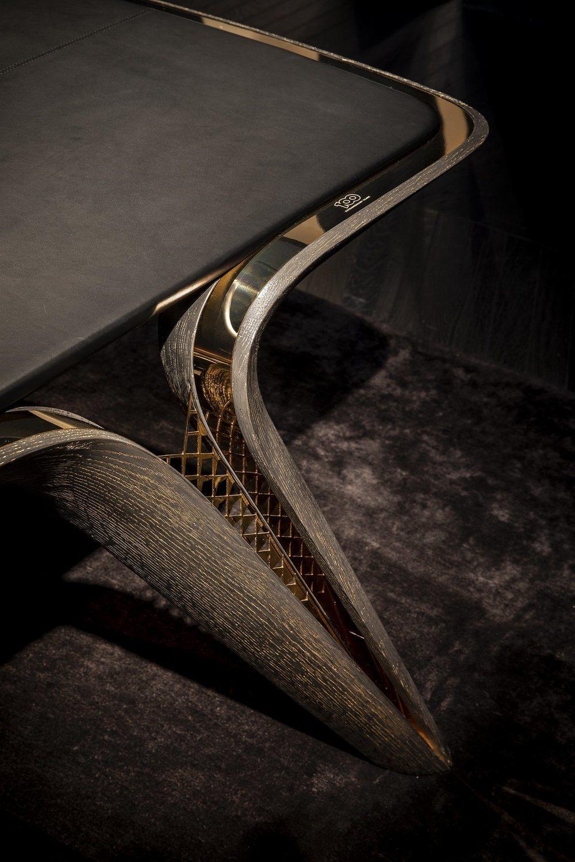 Todas y cada una de estas piezas lucen el emblema creado por Bentley para conmemorar sus 100 años de historia. Se fabrican de forma artesanal con metal, oro, roble o cuero.