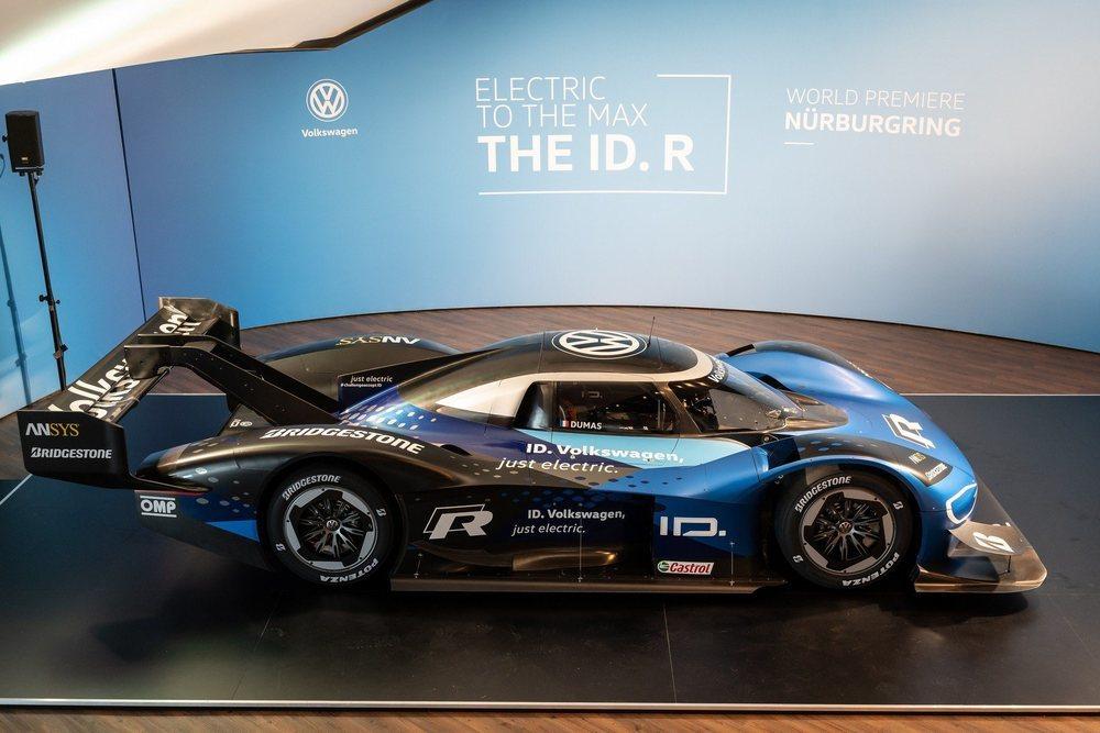 Para adecuar el ID.R a las exigencias de Nürburgring han revisado su mecánica eléctrica (mantiene los 680 CV y la tracción total) y su aerodinámica, con nuevos apéndices y un alerón con DRS que le permite llegar a 270 km/h.