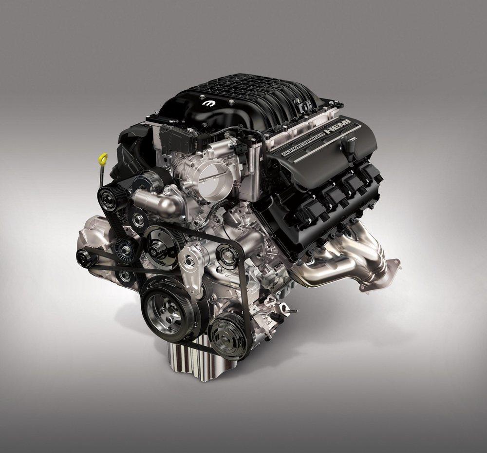 Este corazón desarrollado por Mopar deriva del 6.2 V8 Supercharged que emplean los Hellcat Demon, pero su cilindrada crece hasta los siete litros y cuenta con más mejoras que lo llevan a los 1.000 CV de potencia. Y cada caballo cuesta 29,995 dólares.