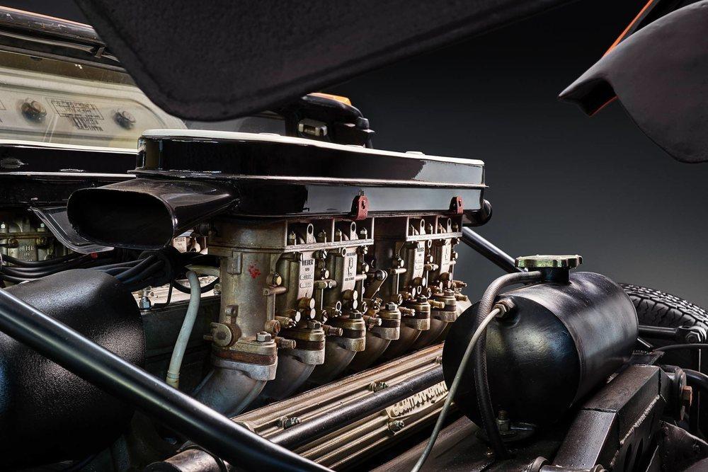El impresionante Miura en color Arancio Miura utilizado en The Italian Job era una versión P400, la cual esconde un corazón 4.0 V12 atmosférico y colocado en posición transversal, el cual eroga 350 CV de potencia.