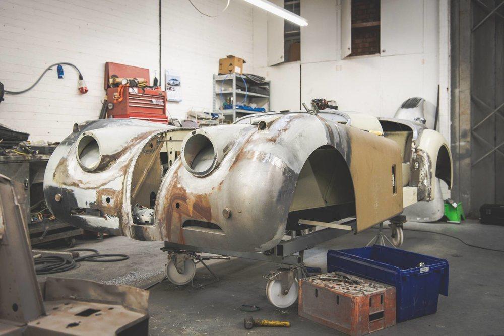 Este ejemplar fabricado en 1954 fue localizado en California y desde allí enviado a Warwickshire. Jaguar Classic ha necesitado de 11 meses y 2.700 horas de trabajo para devolverlo a su estado original.