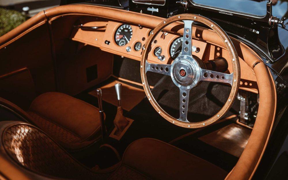 Los nuevos asientos junto a un volante de menor tamaño que el original permiten que su propietario, que mide 1,88 metros, pueda acomodarse sin problemas.