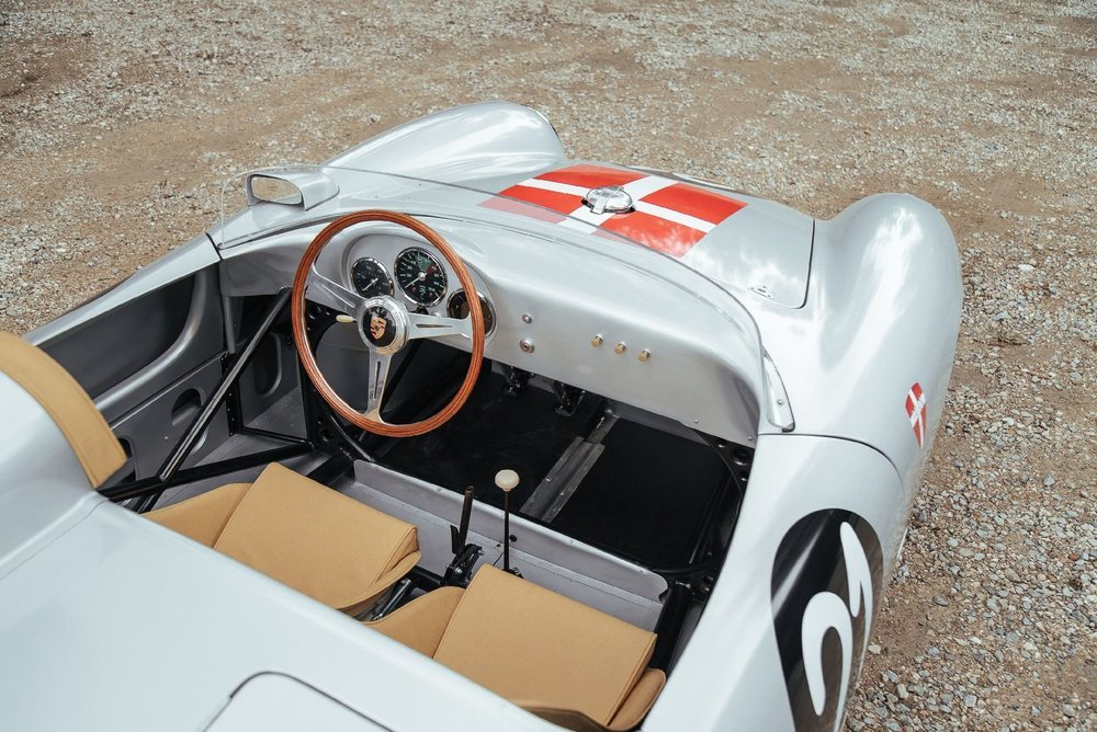 Entre 2012 y 2016 este Porsche 550A Spyder fue debidamente restaurado y desde entonces apenas ha rodado 100 kilómetros. Bajo esa carrocería hay un elaborado chasis tubular y un motor bóxer con 135 CV.