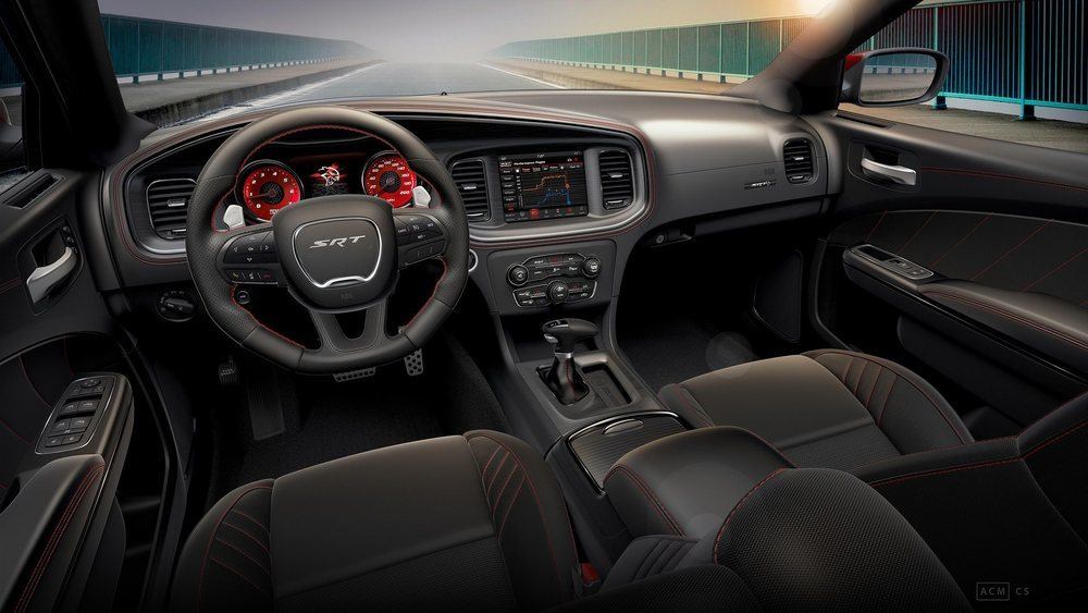 1.495 dólares cuesta equipar un Dodge Charger SRT Hellcat con el paquete Octane, que entre otras cosas suma unos deportivos asientos con un tapizado especial y pespuntes en color rojo. De este color se tornan sus cinturones y relojes.