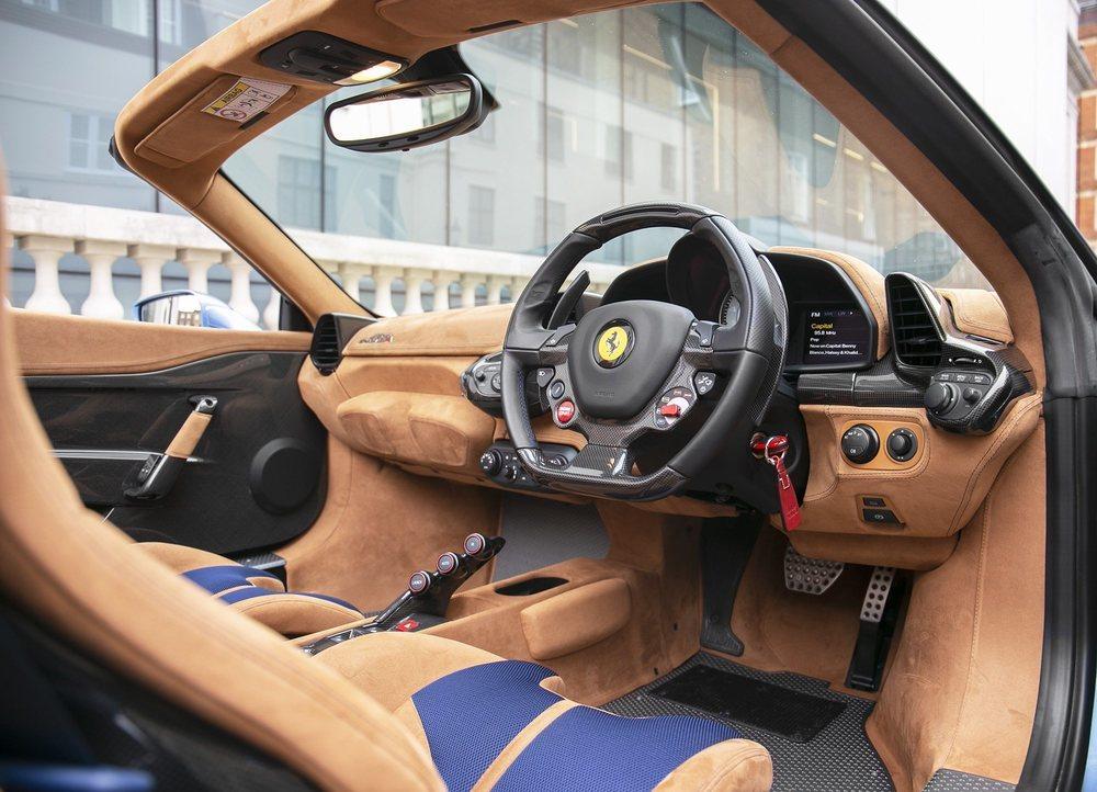 De este deportivo se fabricaron 499 unidades, y muy pocas con el volante a la derecha, como esta unidad que se vende en Reino Unido. Tiene sólo 6.023 kilómetros, pero no es nada asequible.