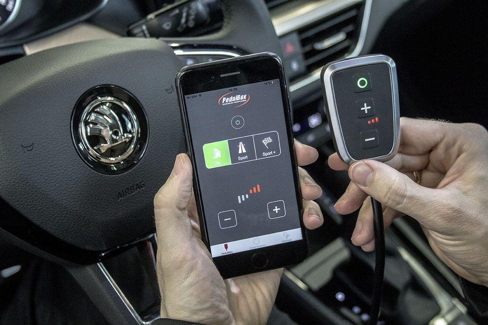 Desde un mando en el interior podemos variar la gestión electrónica del nuevo módulo PowerControl X en tres programas diferentes. También se puede variar desde una App instalada en nuestro Smartphone.