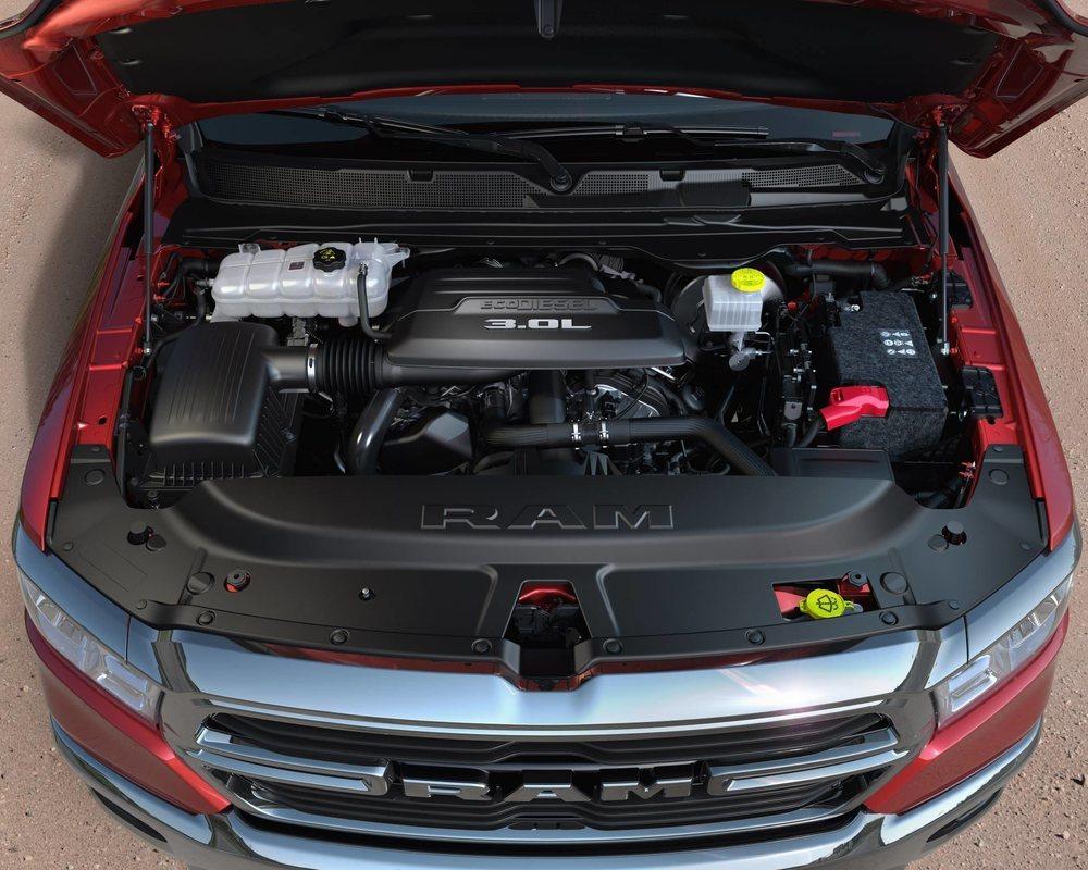 265 CV de potencia y 650 Nm de par motor ofrece la tercera generación del motor EcoDiésel utilizado por los Ram 1500. Este propulsor se fabrica en la factoría que FCA tiene en Ferrara, Italia, y luego viaja hasta los Estados Unidos.