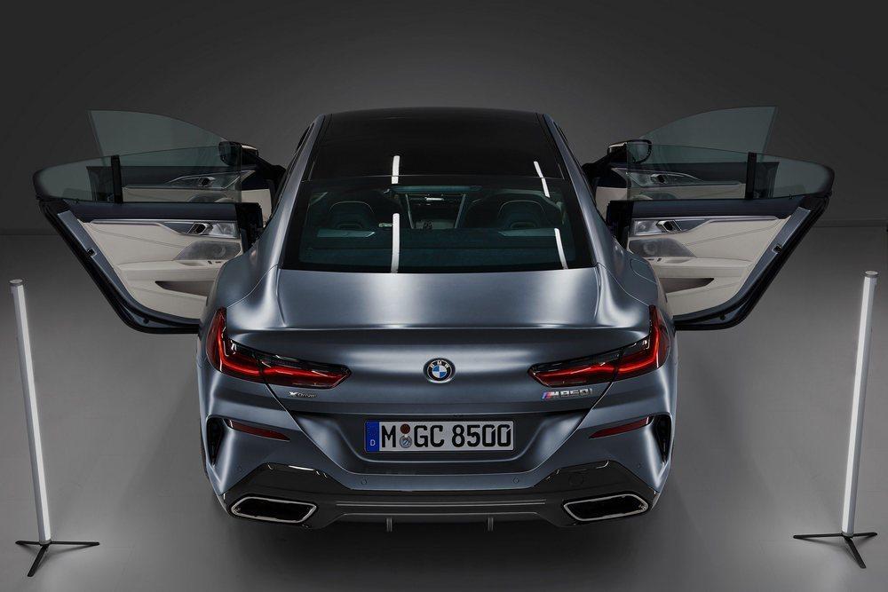 Como es norma en todos los Gran Coupé de BMW, sus cuatro puertas carecen de marcos. Su carrocería se estira 23 centímetros respecto a los Coupé para ganar espacio en su habitáculo.
