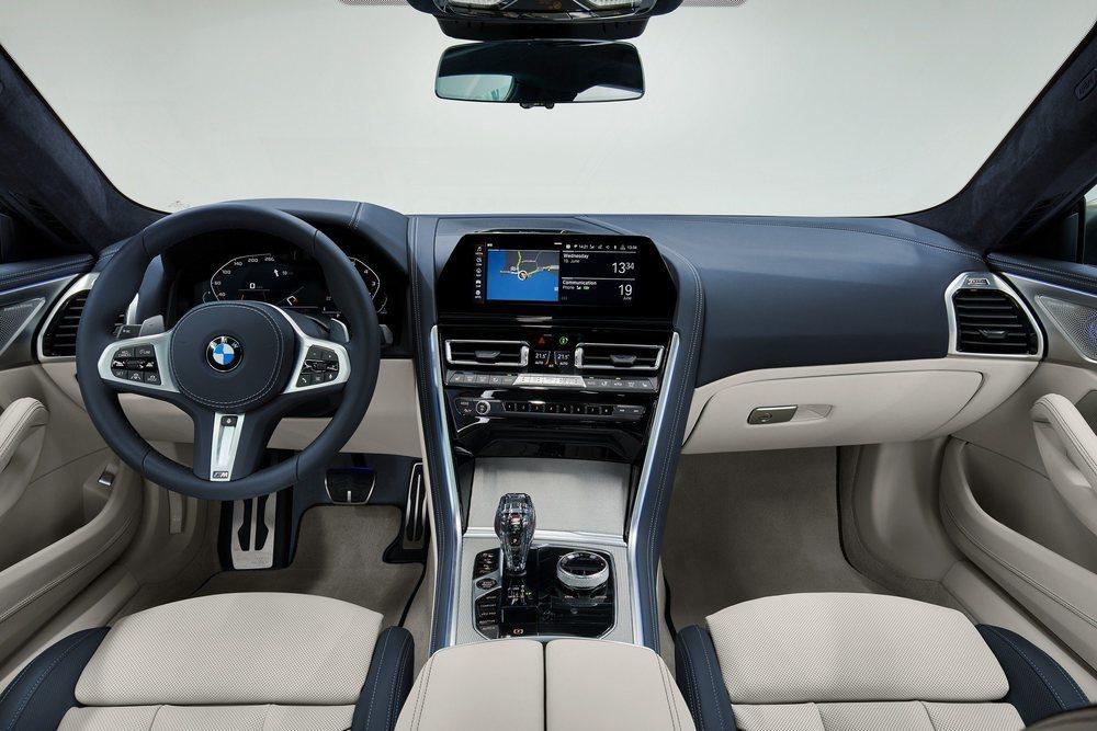 La presentación interior es calcada al Coupé y al Convertible, con un cuadro digital de 12,3 pulgadas y una pantalla central de 10,25 pulgadas. Ahora bien, las plazas posteriores son mucho más amplias y confortables.