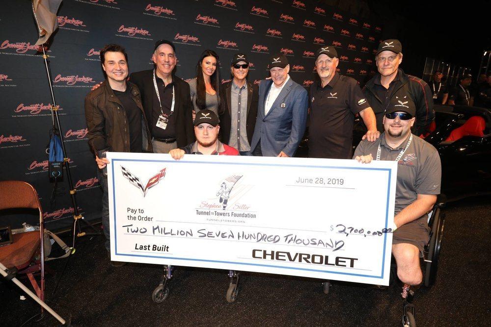 2,7 millones de dólares, o lo que es lo mismo, 2.376.540 euros, es lo que han pagado por el último Corvette con motor delantero de la historia. Y esa cantidad irá a la fundación Tunnel to Towers.