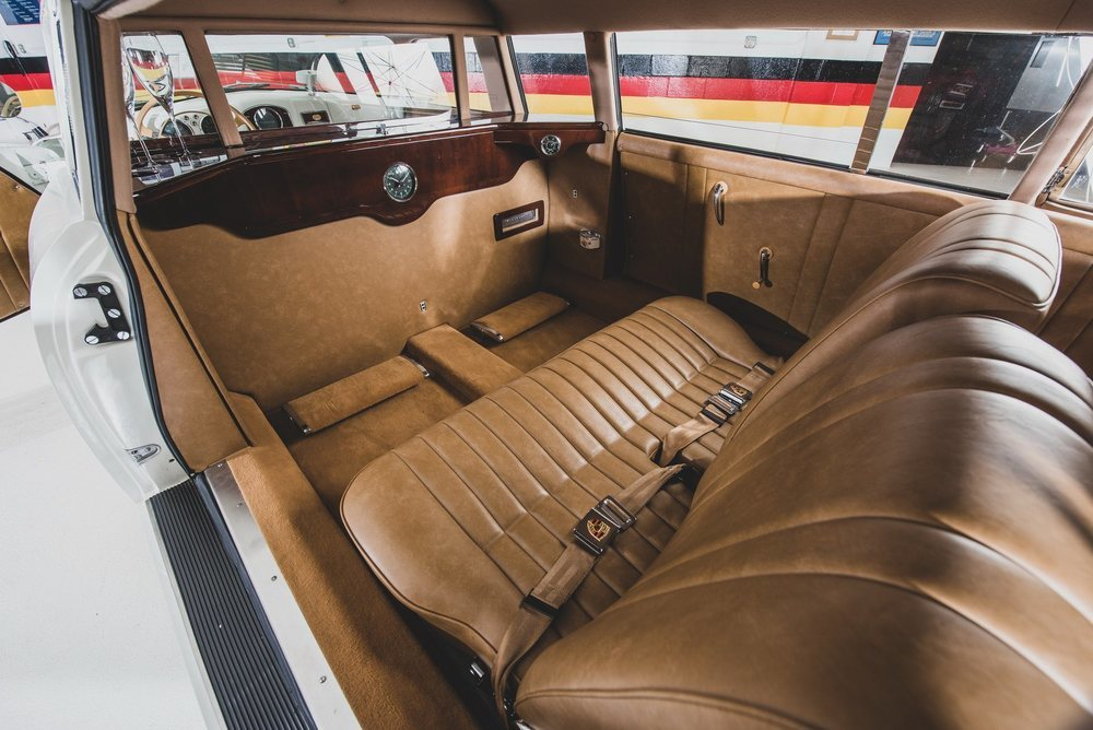 El trabajo realizado en su interior es sensacional y en su nueva parte trasera se colocó un cómodo asiento para dos ocupantes.