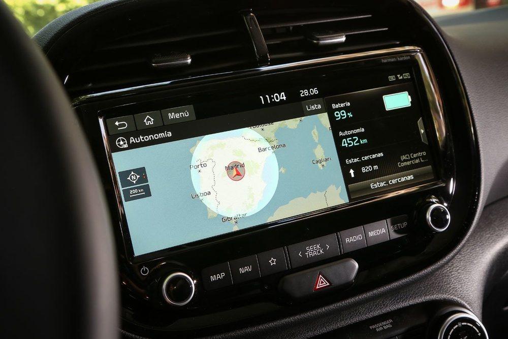 Es el primer Kia que dispone de la nueva pantalla de 10,25 pulgadas que función de pantalla dividida.