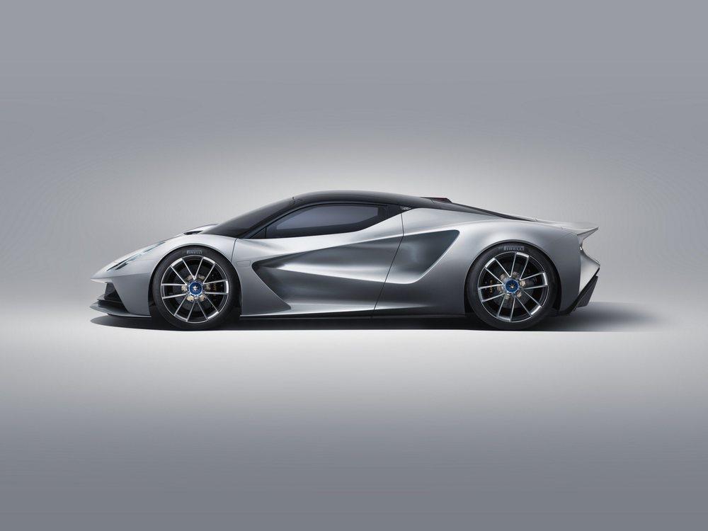 Los expertos de Williams Advanced Engineering han desarrollado su mecánica eléctrica, que se oculta bajo una aerodinámica carrocería de fibra de carbono. Gracias a ello este Evija sólo pesa 1.680 kilos.