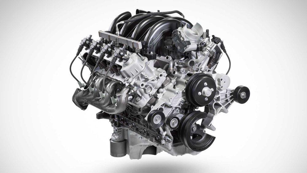 Este nuevo 7.3 V8 de gasolina se ofrece con 430 o con 350 CV de potencia. Eso sí, siempre asociado a un nuevo cambio automático con 10 velocidades.