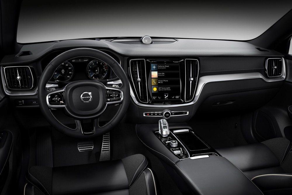 Tanto el exterior como el interior de estos Polestar Engineering lucen detalles específicos. No desentonan sus llantas forjadas en color negro, así como los pespuntes o los cinturones dorados.