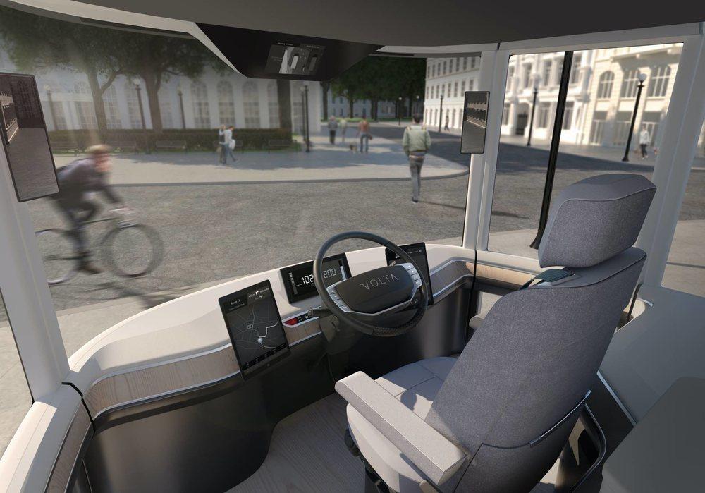 Su puesto de conducción ha sido especialmente diseñado para favorecer la visibilidad. Hay pantallas que hacen la función espejos retrovisores y tras su conductor habrá otros dos asientos más.