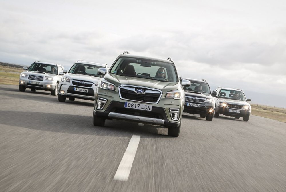 En el año 1997 Subaru lanza al mercado la primera generación del Forester, el modelo de la firma nipona más vendido en todo el mundo con más de 3,7 millones de unidades. Y esta quinta comienza con muy buen pie gracias a su mecánica híbrida, la única opción disponible.