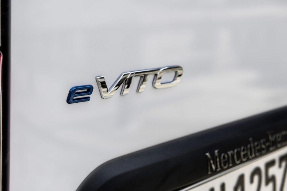 La versión eléctrica del Mercedes-Benz Vito también se fabrica en la factoría de Vitoria. Ahora llega a Reino Unido, donde se ha puesto a la venta por unos 47.140 euros al cambio actual.