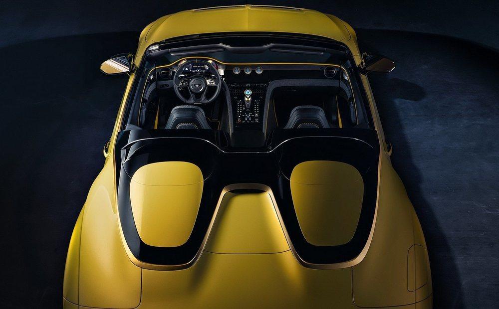 Este Bacalar es el segundo biplaza ideado por Bentley desde el año 1930. Deriva de un Continental GT Convertible, pero todo se ha transformado por Mulliner para crear un automóvil único del que habrá 12 ejemplares.