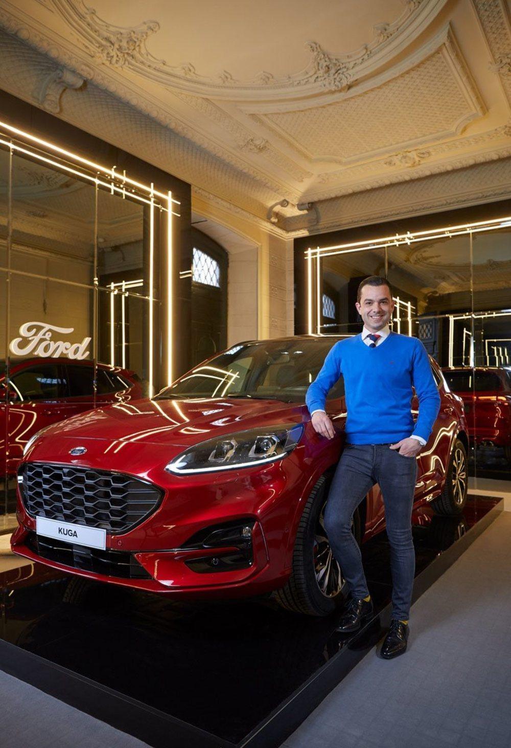 Manuel Espejo, en el espacio que ha diseñado para el Ford Kuga.