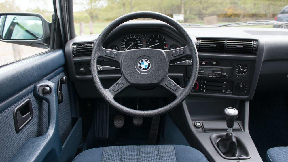 Como recién salido de fábrica allá por 1986. Y es que este BMW 325iX, el primer BMW con tracción total de la historia, apenas tiene 508 kilómetros. Y eso se paga.
