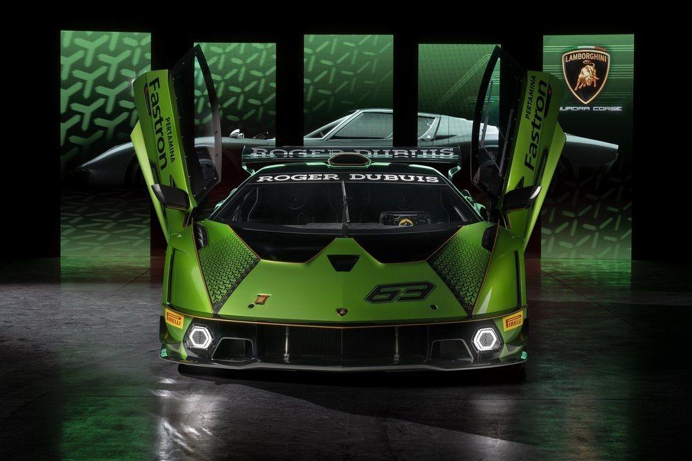 Este impresionante bólido está fabricado por completo en fibra de carbono, por lo que solo pesa 1.378 kilos. Sus colores están inspirados en tonos usados por prototipos de Lamborghini de los años '70.