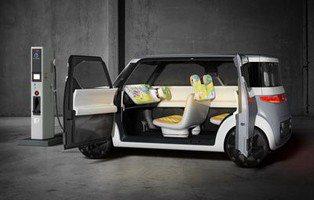 Nissan Teatro for Dayz. Un smartphone con cuatro ruedas