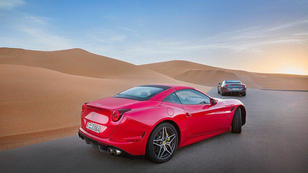 El Ferrari California T apuesta por un techo rígido de accionamiento eléctrico