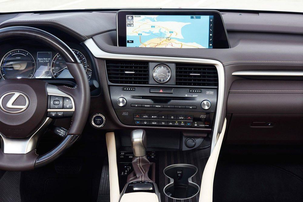 Un refinamiento espectacular el que ofrece el interior del Lexus RX 450h.