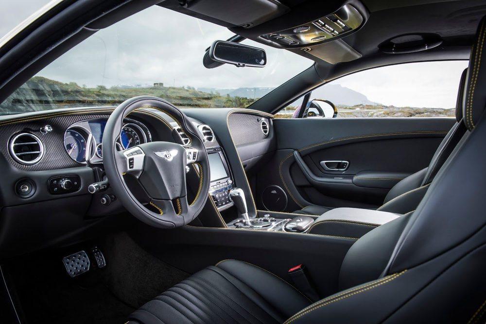 El interior es puro lujo, como solo una marca como Bentley es capaz de hacer.