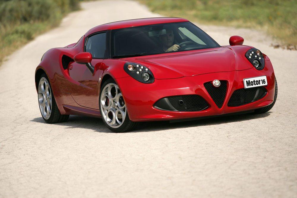 La estampa del 4C es imponente. Sus 'curvas' recuerdan a los Ferrari más clásicos.