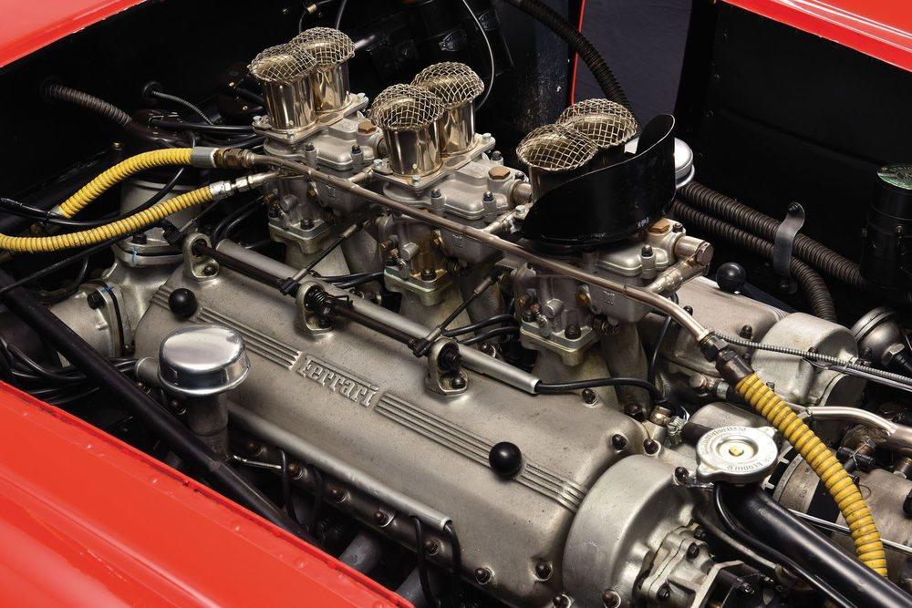 El motor V12 de este Ferrari solo pesaba 204 kilos. En perfecto estado, como se puede ver.