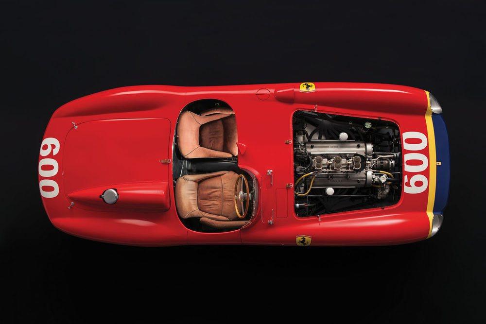 Biplaza para circular en carretera y motoplaza para participar en carreras. El Ferrari 290 MM está impecable.