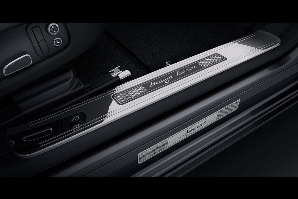 Detalles como estas molduras hacen especial a este Bentley Mulsanne Speed, cuyo interio rebosa lujo y artesanía con su suavecuero Beluga