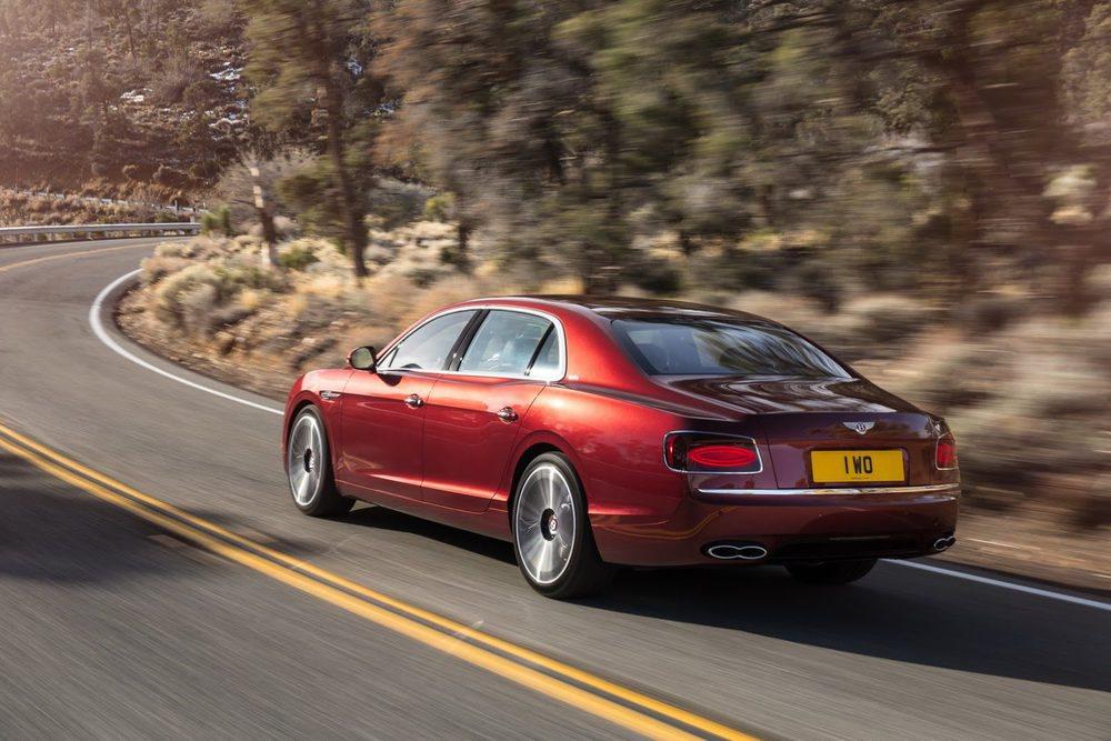 Además de ganar potencia, Bentley ha revisado las suspensiones neumáticas, su sistema de tracción total y también la transmisión automática de 8 marchas