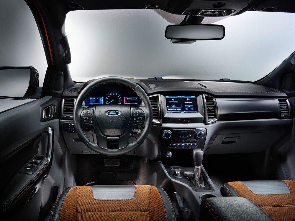 El interior no tiene nada que envidiar, ni por calidad y ni por diseño a los todocamino de la marca del óvalo.